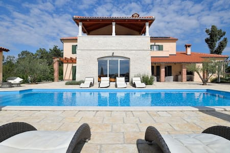 Luxury villa with private pool, 10p - Fabci - Villa