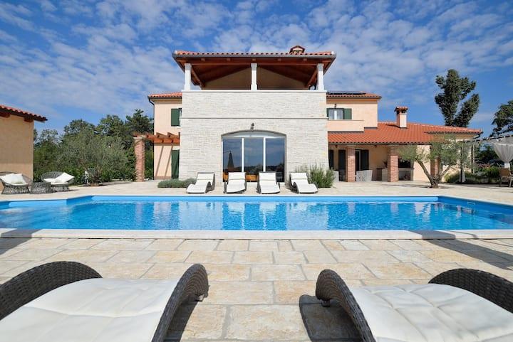 Big villa near Poreč with private pool and hot tub