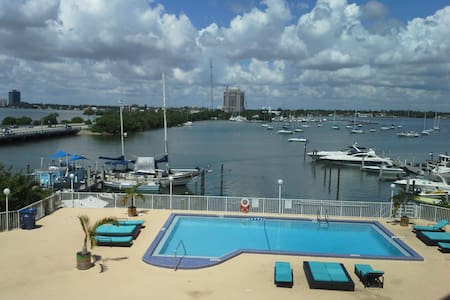 WATER FRONT MIN FROM MIAMI BEACH - North Bay Village - Apartment