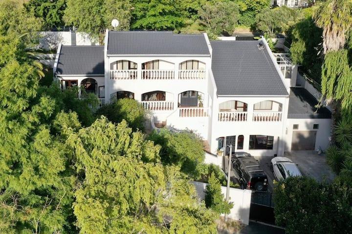 Luxurious Villa - Cape Wine Country