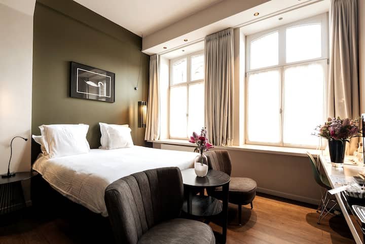 Trendy & cosy design room in the centre of Bruges