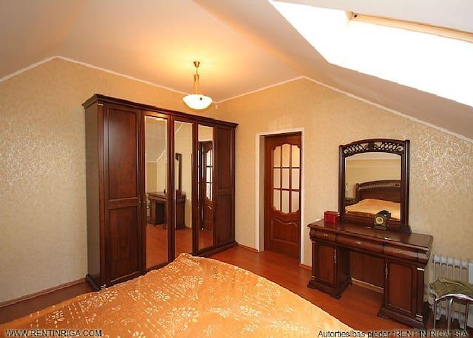2 комнаты в частном доме в риге - Dreiliņi - Talo