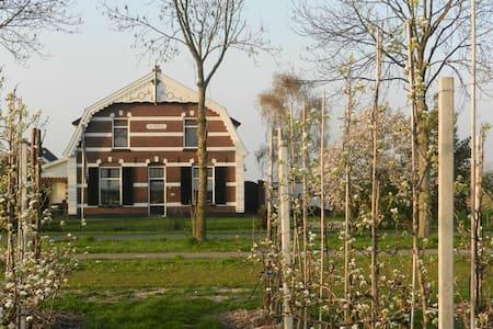 """B&B """"De Bloesemgaard"""" in boomgaard - Eck en Wiel"""