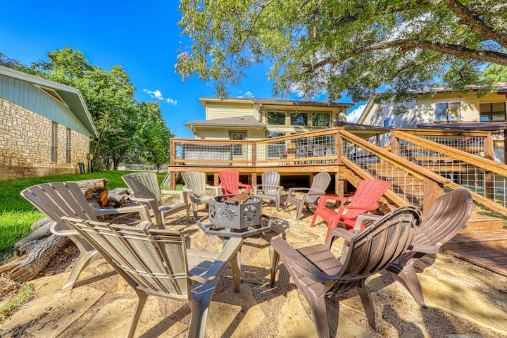 Spacious, riverfront home w/ a firepit & dock - close to all attractions