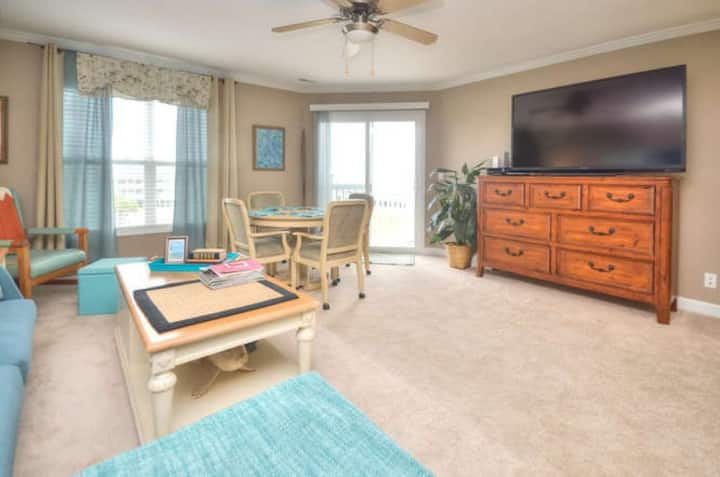Ocean Walk 3301-Beautiful 3 bdrm-2.5 bath condo with elevator and swimming pool