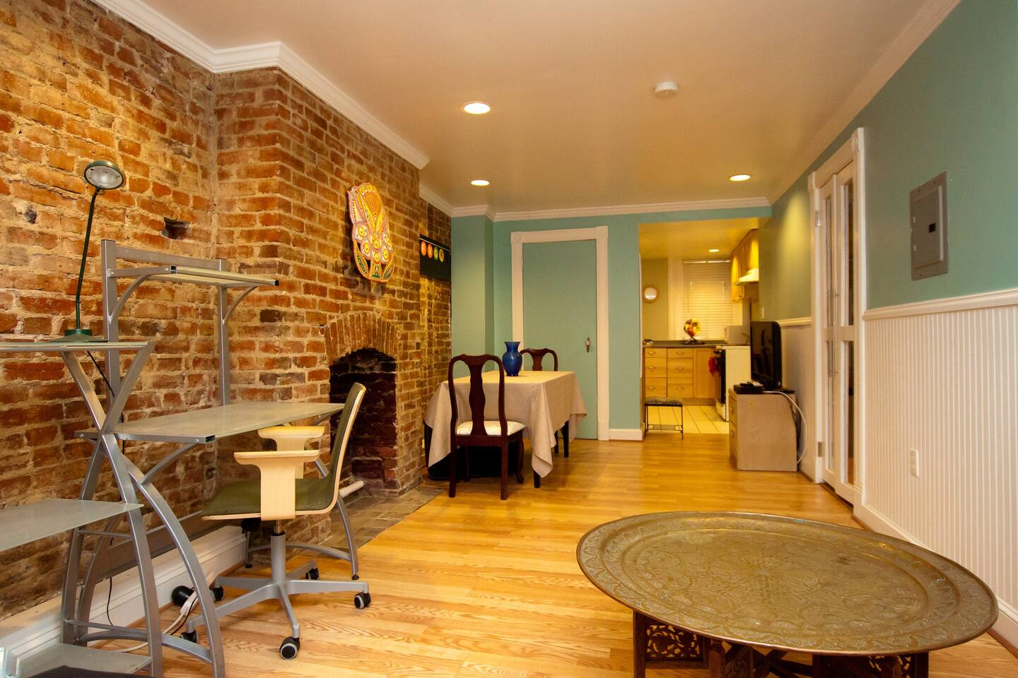 Private Historic Rowhouse 1BR Apt