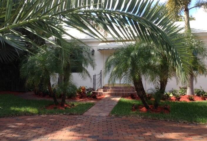 Beautiful cottage near everything! - West Palm Beach - Casa