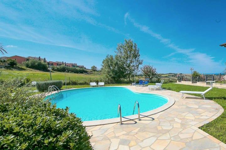 Posh Holiday Home in San Costanzo with Garden near Sea