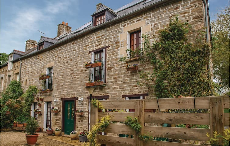 Holiday cottage with 4 bedrooms on 220m² in Plouer sur Rance