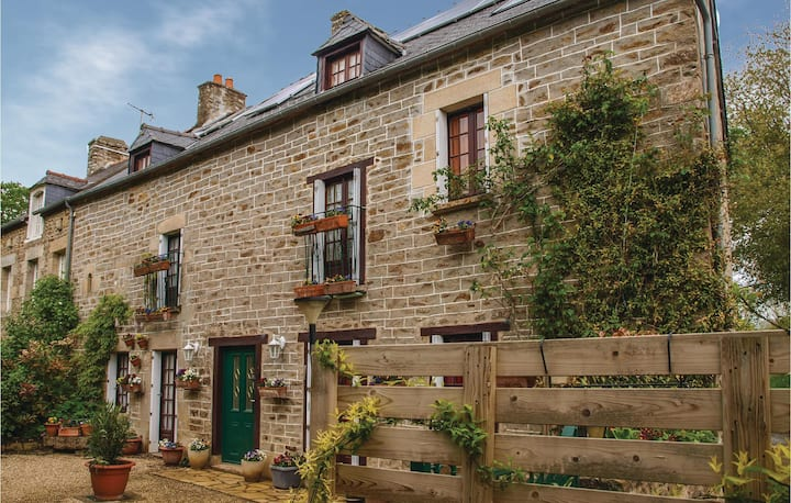 Beautiful home in Plouer sur Rance with WiFi and 4 Bedrooms