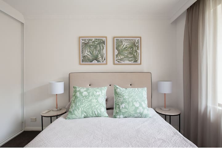 Master bedroom with all day natural light, new very comfortable Queen size sealy mattress, sumptuous bed linen , large built in closets, block out blinds and designer tonal sheer curtains, new air conditioner - overlooking a leafy tropical setting.