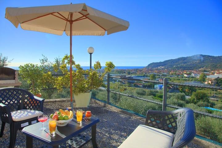 Casa Ilaria - Pequeña villa independiente para 4 personas, con jardín y vistas al mar