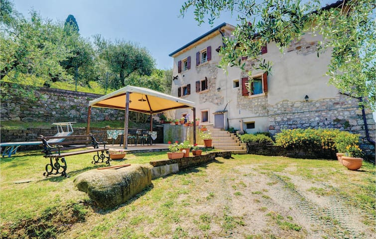 Holiday apartment with 2 bedrooms on 80m² in Torri del Benaco