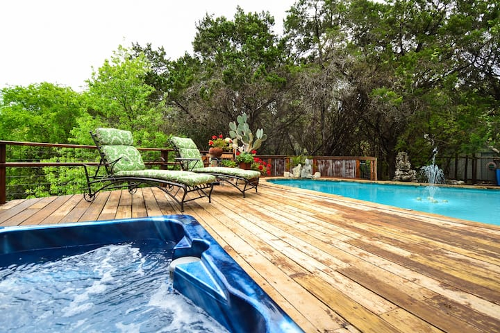 The Lavender Suite:  Lake View,  Pool  &  Hot Tub