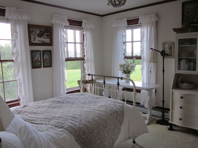 Lovely room at Long View Farm - New Braintree