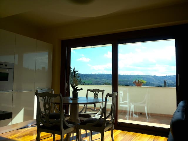 Rooms with view on Marche hills - San Silvestro - Huis