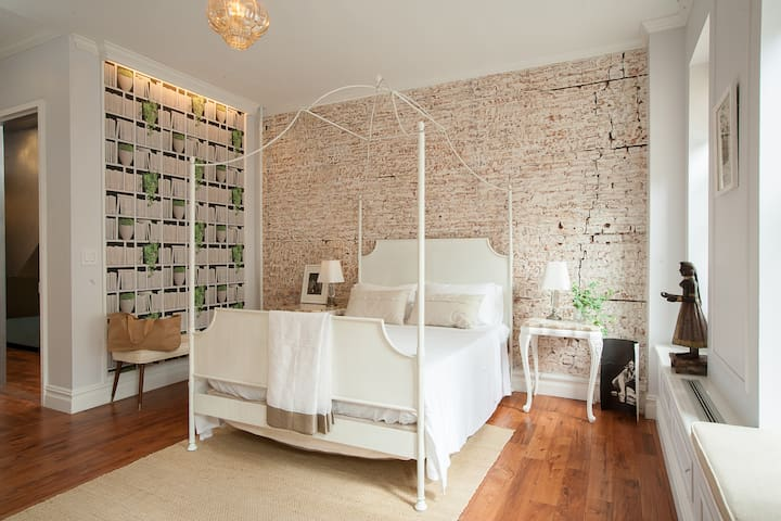 Divine 1 Bedroom suite-Brownstone - New York - House