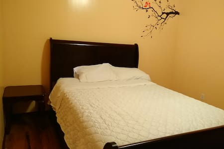 Warm and welcoming private bedroom - Brooklyn - Apartment