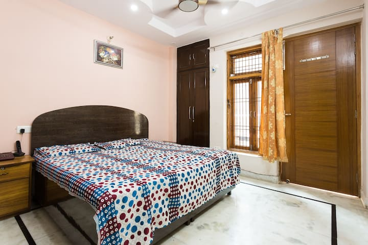 True Family Stay, close to Airport and Metro - New Delhi - Appartement