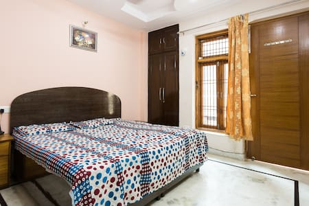 True Family Stay, close to Airport and Metro - New Delhi - Huoneisto
