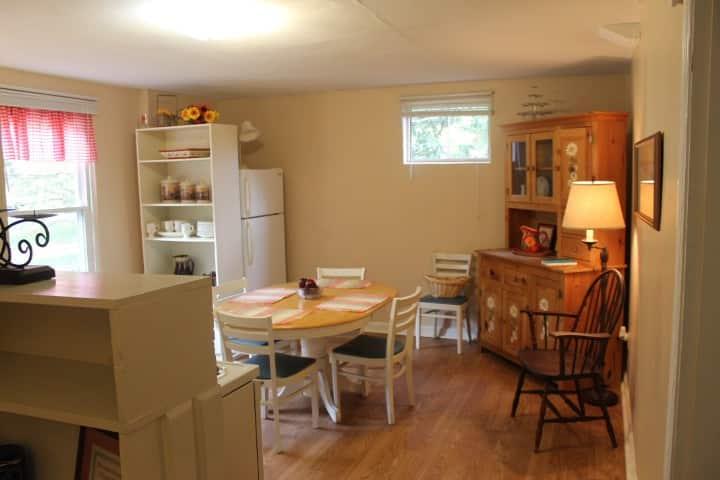 Entire Apt/Full kitchen/No clean fee/No Steps