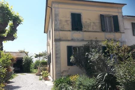 country house beetween pisa lucca and versilia