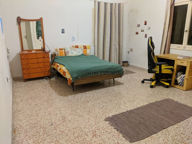 Large double bedroom in Hamra Street