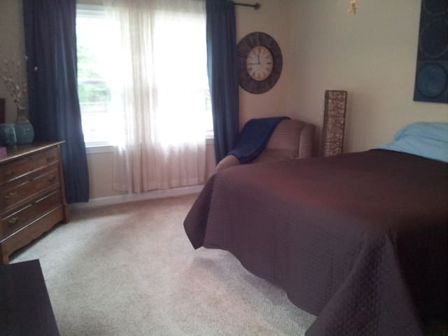 Spacious Room w/ Queen Bed  - Boiling Springs