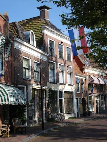 Grachtenpand, monument in binnenstad Franeker