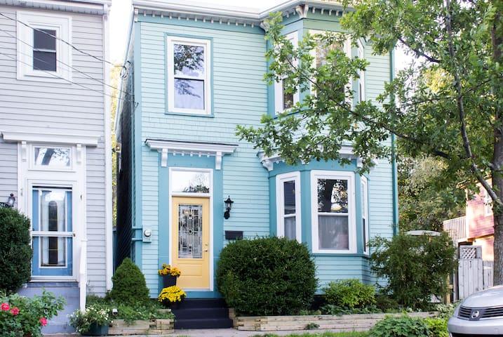 Historic Halifax Home - Halifax - Huis