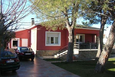 Chalet de lujo con piscina - Camarma de Esteruelas - Casa