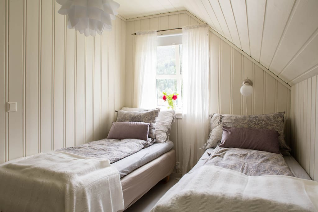 Double room nr. 5. with singel/double bed.