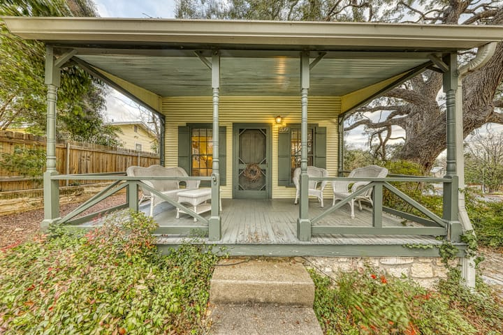 Charming historic cottage close to the heart of Fredericksburg