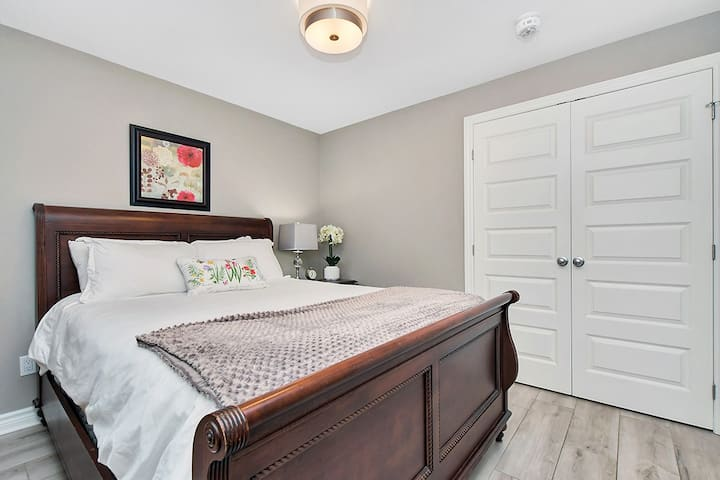 1br Close to Parliament Hill with High-Speed Wifi