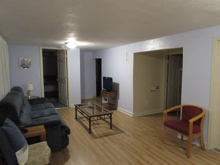 Great one-bedroom apt., near KU and restaurants!