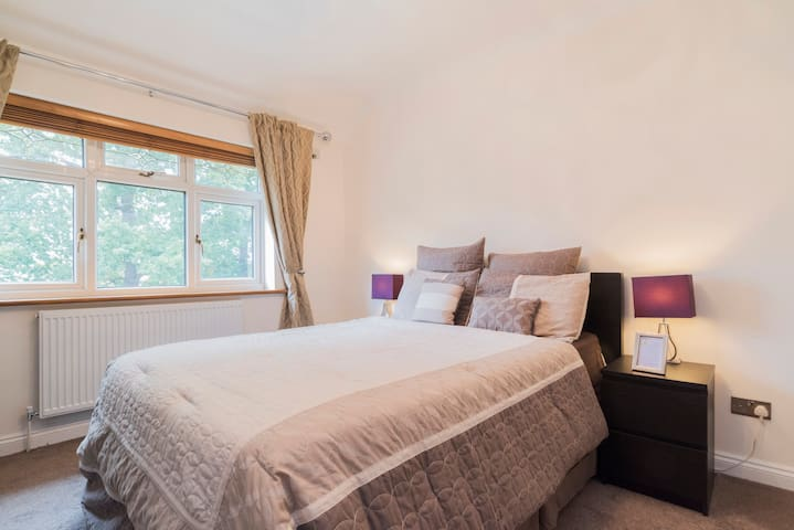 Modern, Stylish & Cozy 3 bedroom house, London BR1