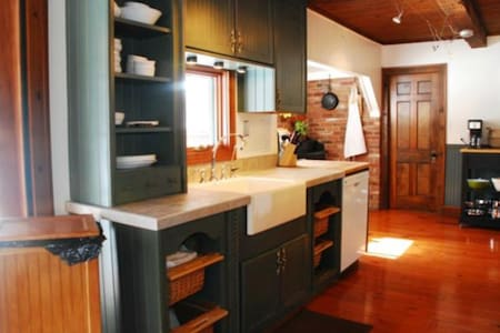 Logcabin style retreat - travelers and visitors - Mogadore