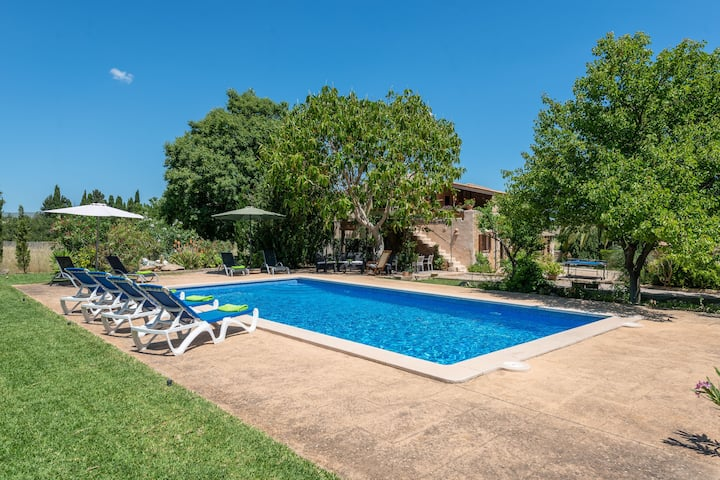 CAN SUA - Beautiful rustic finca with private pool, located a few km from the beach Free WiFi
