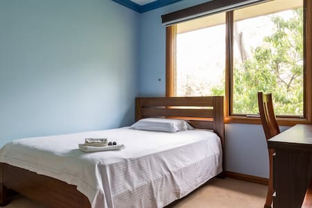 friendly,quiet, furnished private room - Eltham