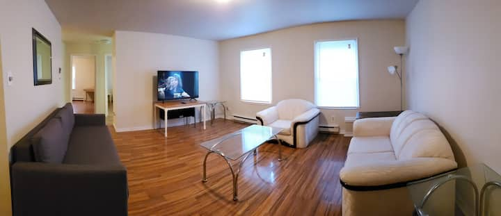 Pvt Apartment W/ Parking and self check-in