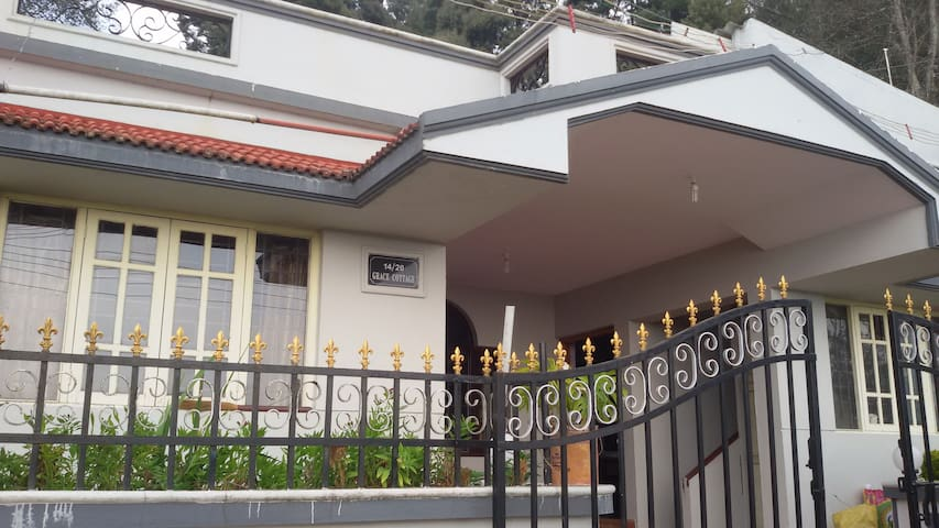 Stay with family at Grace Homestay - Ooty - House