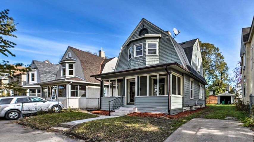 Adorable, escape in the heart of Powderhorn!