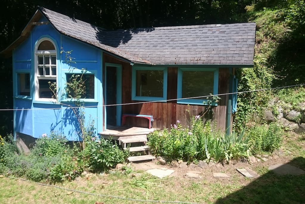 Olympic getaway cottage cabins for rent in quilcene for Cabin rentals olympic national forest