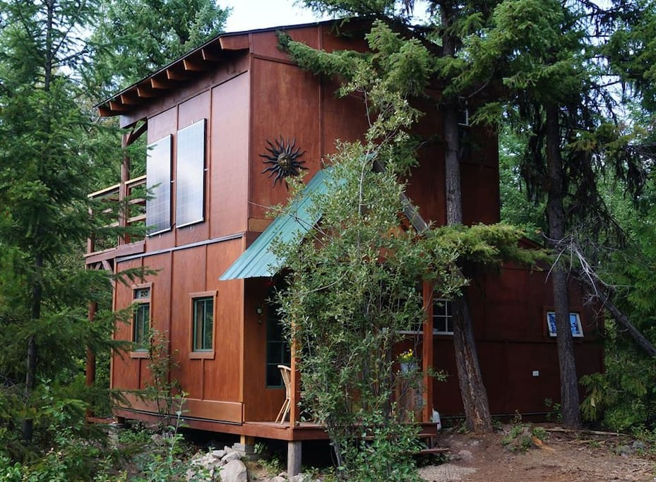 A hybrid tree fort bungalow