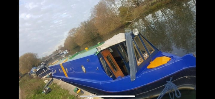 Cosy winter Boat stay on The Thames Wallingford