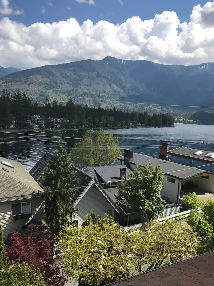 Cozy suite on Cultus Lake