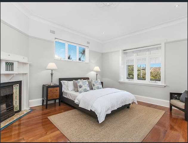 Beautiful King Mosman room  Balmoral Beach  1km