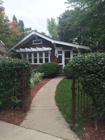 Adorable Craftsman Bungalow Suite