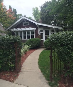 Adorable Craftsman Bungalow Suite - Excelsior