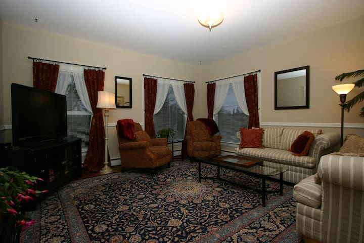 The Patton House -- Private Suite in Birchwood